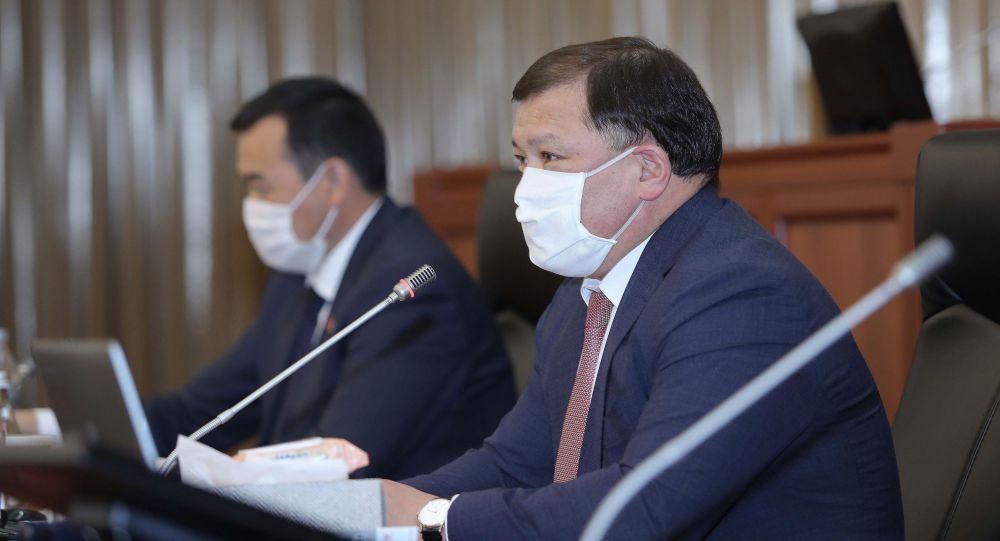 Спикер Дастан Джумабеков на внеочередной заседании Жогорку Кенеша