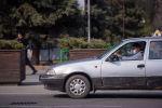 Водитель такси в медицинской маске в центре Бишкека
