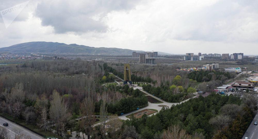 Дайыр Асанов атындагы парк.Архивдик сүрөт