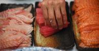 Блюда традиционной японской кухни - суши. Архивное фото