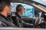 Медицинский работник проверяет температуру у водителя на КПП на выезде из армянского Эчмиадзина (Вагаршапат). В стране усилены меры по профилактике коронавирусной инфекции.