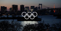 Олимпийские кольца на набережной в Токио. Архивное фото