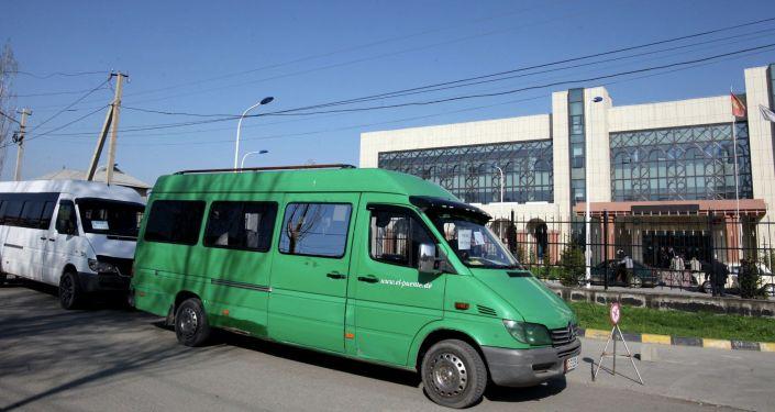 В Оше 28 микроавтобусов обслуживают медицинских работников в период ЧП.