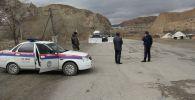 Нарын шаарындагы милиция кызматкерлери. Архивдик сүрөт