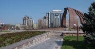 Безлюдная площадь Победы в Бишкеке