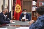 Премьер-министр Мухаммедкалый Абылгазиев шаар коменданты Алмаз Орозалиев менен жолугушуу учурунда