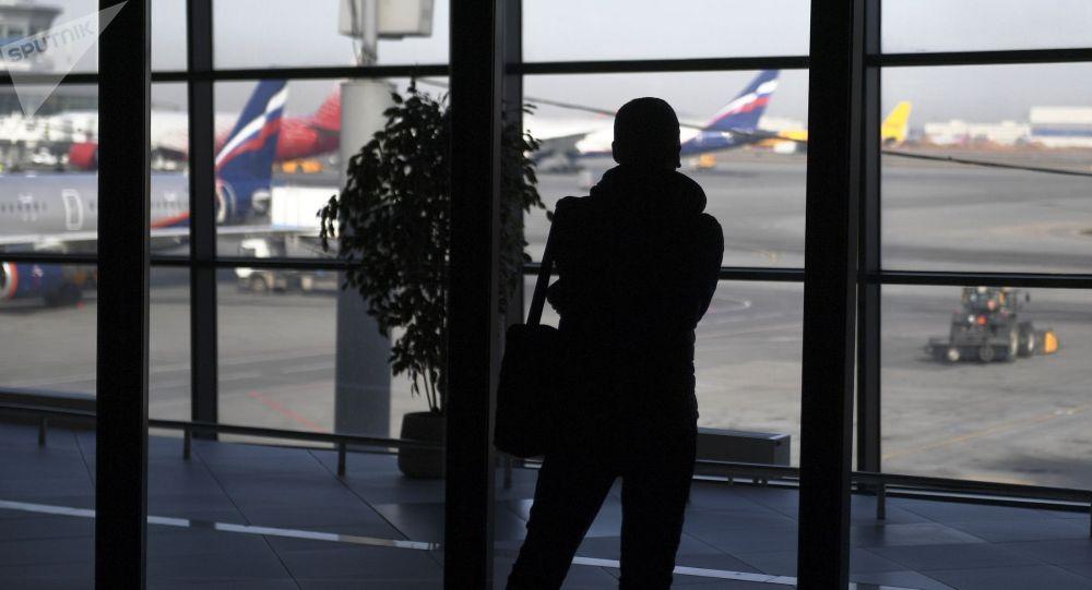 Пассажир в аэропорту Шереметьево, Москва