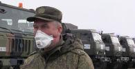 Военнослужащий во время вводного инструктажа российских военных специалистов