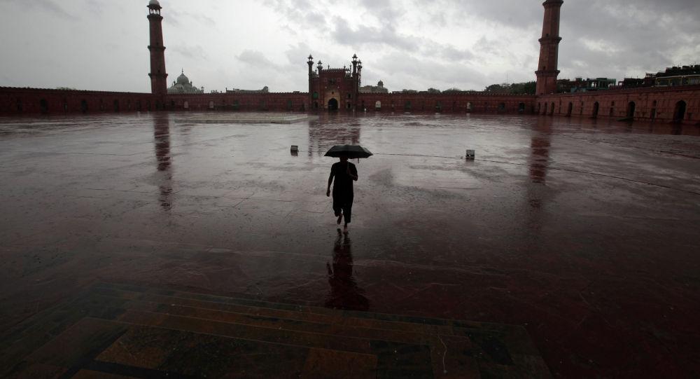 Пакистандагы коронавируска байланыштуу абал. Архивдик сүрөт