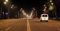 Автомобиль МВД патрулирует в городе Ош во время комендантского часа введенного в режиме ЧС в связи с коронавирусом. Архивное фото