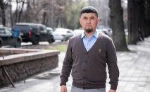 Занимающийся бизнесом в Москве Бексултан Азимов во время интервью на радио