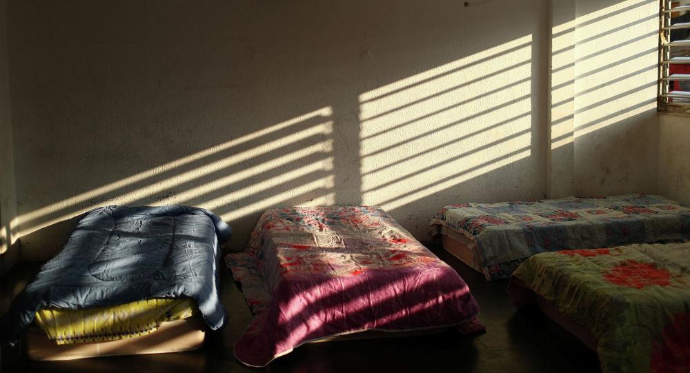 Свет из окна падает на кровати. Архивное фото