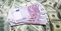 Жүз доллар жана беш жүз евро купюралары. Архив