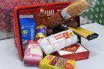 Корзина с продуктами в одном из магазинов города Казани. Потребительская корзина – это приблизительный набор продуктов, ряд товаров, характеризующих типичный уровень и структуру ежемесячного (ежегодного) потребления человека или семьи.