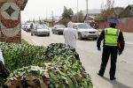 Укук коргоочу кызматкерлери Бишкектеги блокпостто турган учурда. Архив