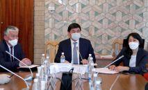 Жогорку Кенеш жыйналышында Аида Исмаилова, Сабыржан Абдикаримов жана Мухаммедкалый Абылгазиев