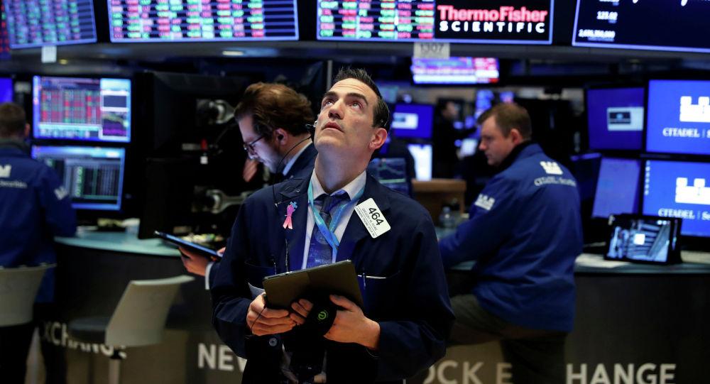 Сотрудники Нью-Йоркской фондовой биржи. Архивное фото