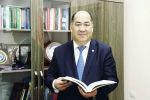 Министр образования и науки КР Каныбек Исаков во время обращения к родителям школьников