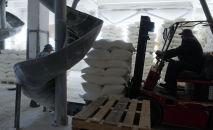 На складе готовой продукции мукомольного комбината. Архивное фото