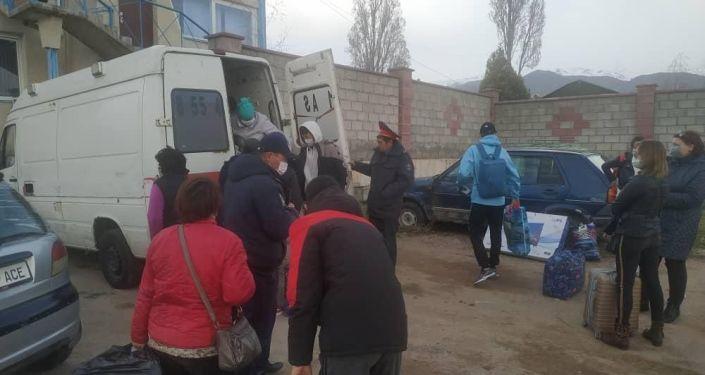 В Иссык-Кульской области задержаны водители, перевозившие пассажиров в грузовике и микроавтобусе