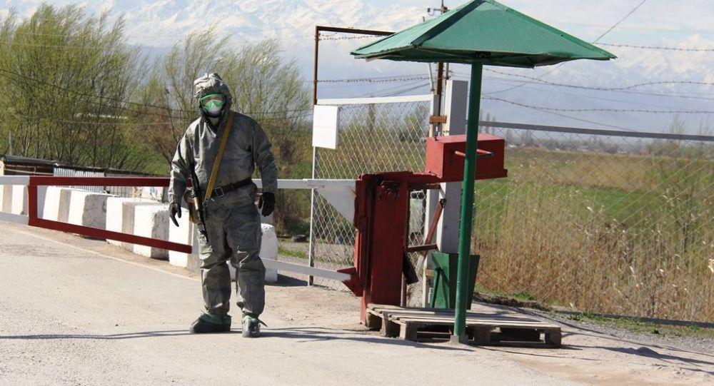 Пограничники КПП Ак-Тилек-автодорожный провели тренировку действий на случай обнаружения зараженного коронавирусом