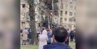 Очевидцы опубликовали кадры, на которых видно, что было в первые минуты после взрыва и обрушения.