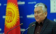 Министр здравоохранения КР Сабиржан Абдикаримов выступает на брифинге