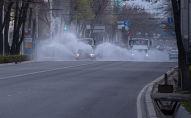 Муниципальные службы дезинфицируют улицы Бишкека, во время режима чрезвычайного положения из-за ситуации с коронавирусом