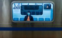 Алмата шаарында метродо бараткан жүргүнчү
