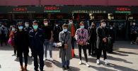 Китайцы в защитных масках. Архивное фото