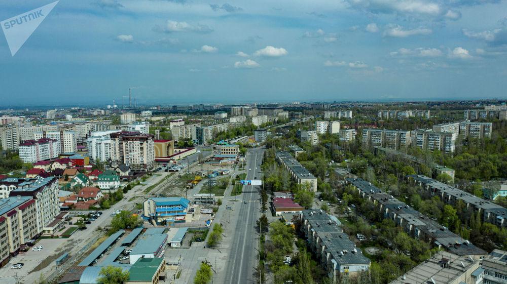 Вид на южные микрорайоны Бишкека с дрона