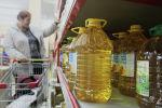 Растительное масло на прилавках супермаркетов. Архивное фото