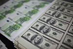 Доллар жана евро банкноталары. Архив