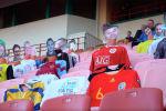Необычные болельщики поддержали игру между Динамо и Шахтером в рамках первого полуфинальна Кубка Беларуси по футболу.