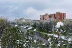 Сегодня выдался необычный день. Мало того, что в апреле выпал снег, так еще и город был практически пустым из-за режима ЧП. Мы не упустили момент и сняли Бишкек с высоты.
