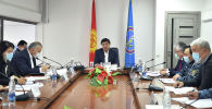 Премьер-министр Мухаммедкалый Абылгазиев Республикалык штабдын жыйынында
