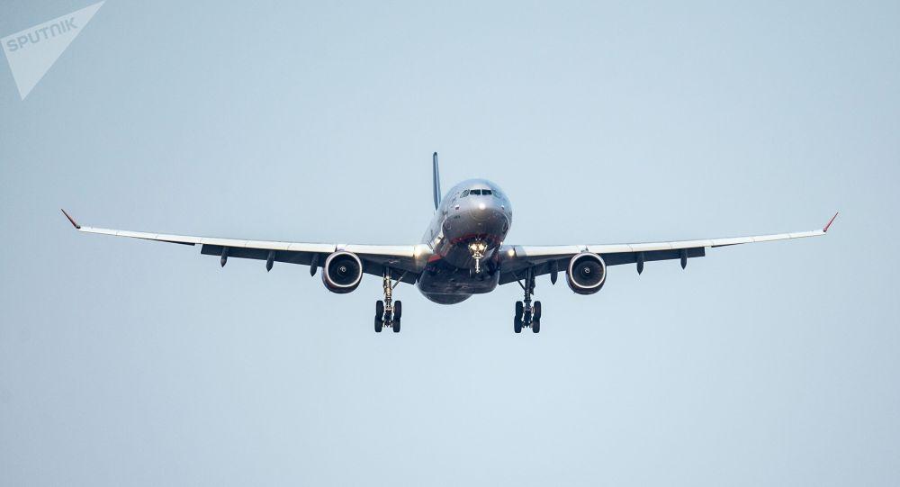 Пассажирский самолет. Архив
