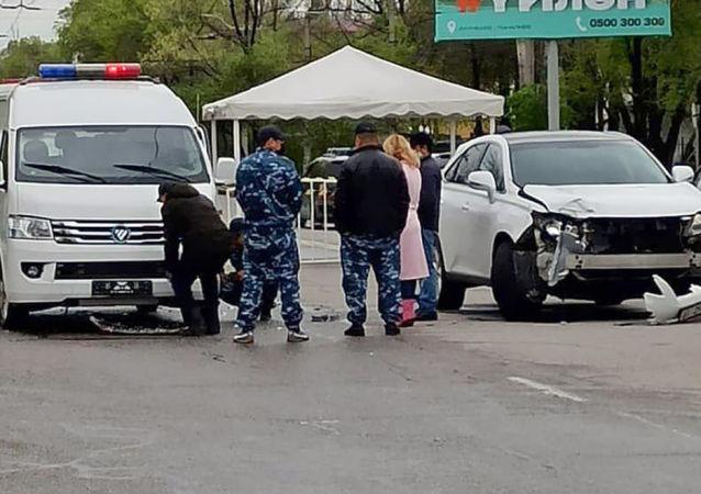 Последствия ДТП милицейского автомобиля с Lexus RX в Бишкеке