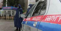Сотрудники правоохранительных органов патрулируют в городе Ош. Архивное фото