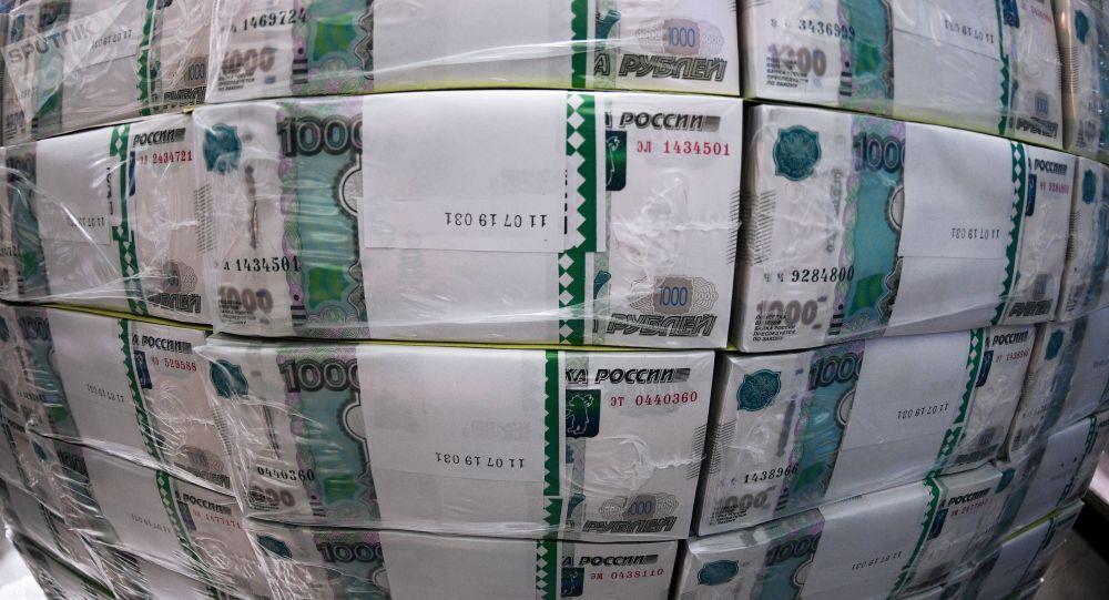 Пачки с банкнотами номиналом одна тысяча рублей. Архивное фото