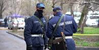 Полицейские и сотрудники Нацгвардии на улицах Алматы