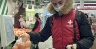 В условиях эпидемии находится немало людей, готовых безвозмездно помочь другим, несмотря на риск заражения. Координатор одного из волонтерских движений рассказала, как добровольцы помогают нуждающимся в Москве.