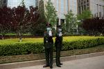 Пекиндеги полиция кызматкерлери. Архивдик сүрөт