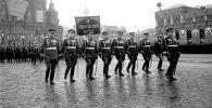 Торжественный марш воинов 3-го Украинского фронта во главе с маршалом Советского Союза Толбухиным Федором Ивановичем на Параде Победы на Красной площади 24 июня 1945 года.
