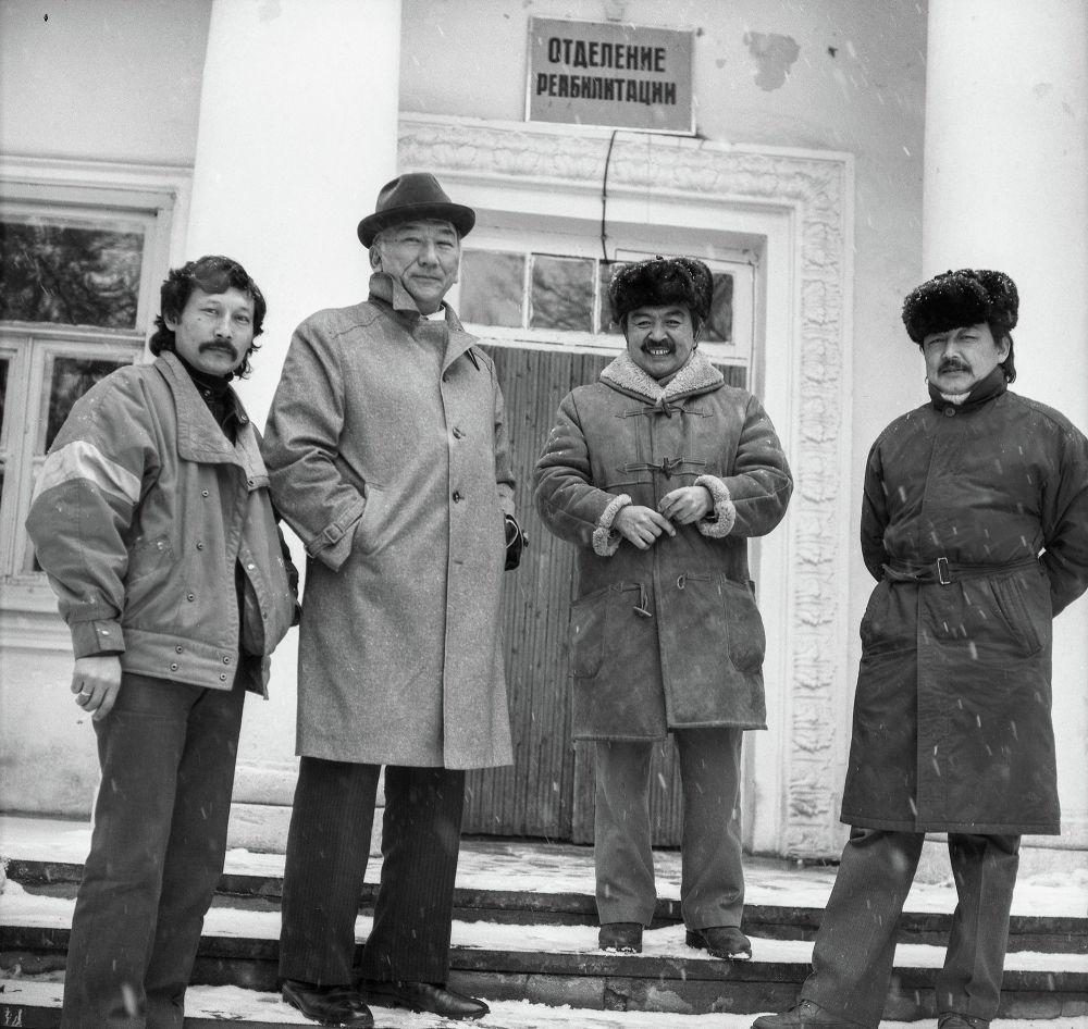 Ооруканага жатып калган Убукеевдин саламаттыгын сурап барган кесиптештери