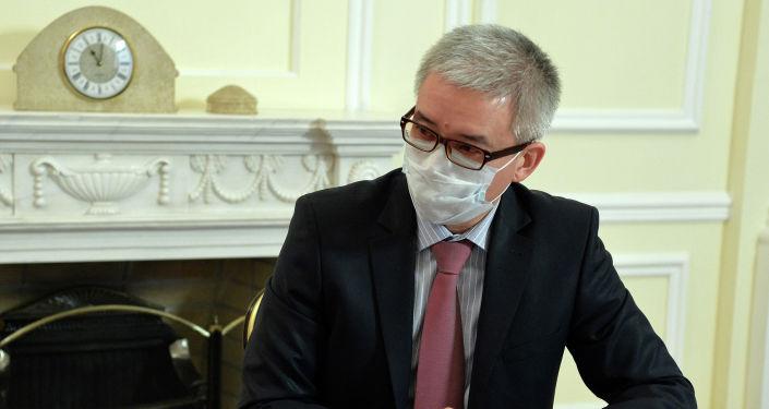 Вице-премьер-министр КР Эркин Асрандиев на встрече с президентом КР Сооронбаем Жээнбековым