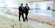 Президент Кыргызской Республики Сооронбай Жээнбеков ознакомился с деятельностью мэрии города Бишкек по оказанию помощи социально-уязвимым слоям населения в условиях чрезвычайного положения. 20 апреля 2020 года