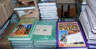 Полученные из России учебники. Архивное фото