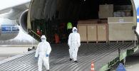 Разгрузка в казанском аэропорту транспортного самолета Ан-124 Руслан, доставившего из китайской провинции Хайнань 6 миллионов медицинских масок и 6 линий по их производству, а также изолированные боксы для транспортировки больных коронавирусом