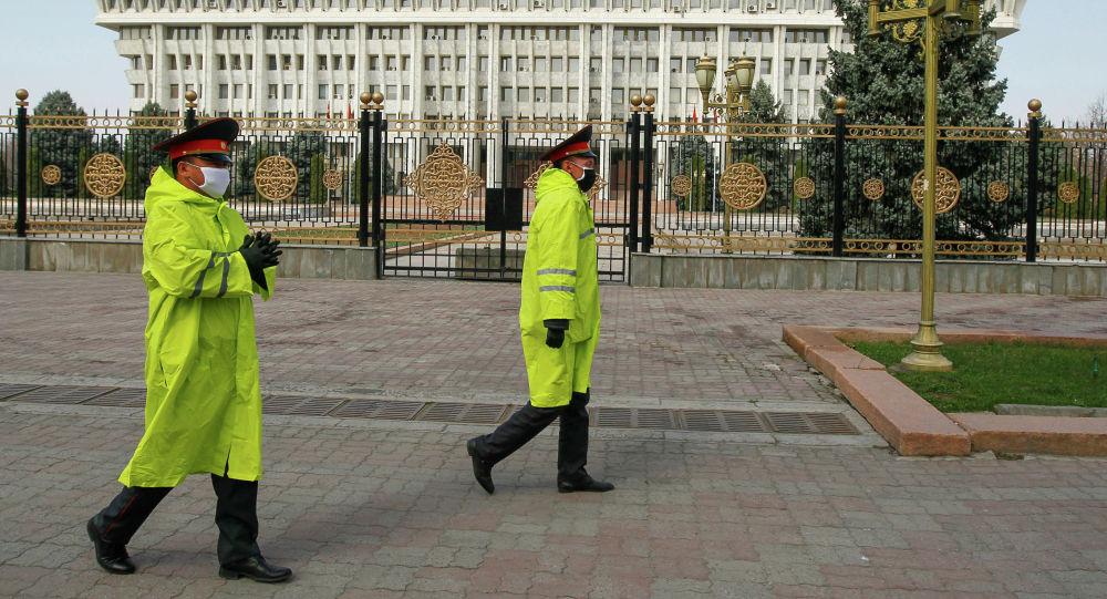 Милиция кызматкерлери Бишкек шаарында. Архивдик сүрөт